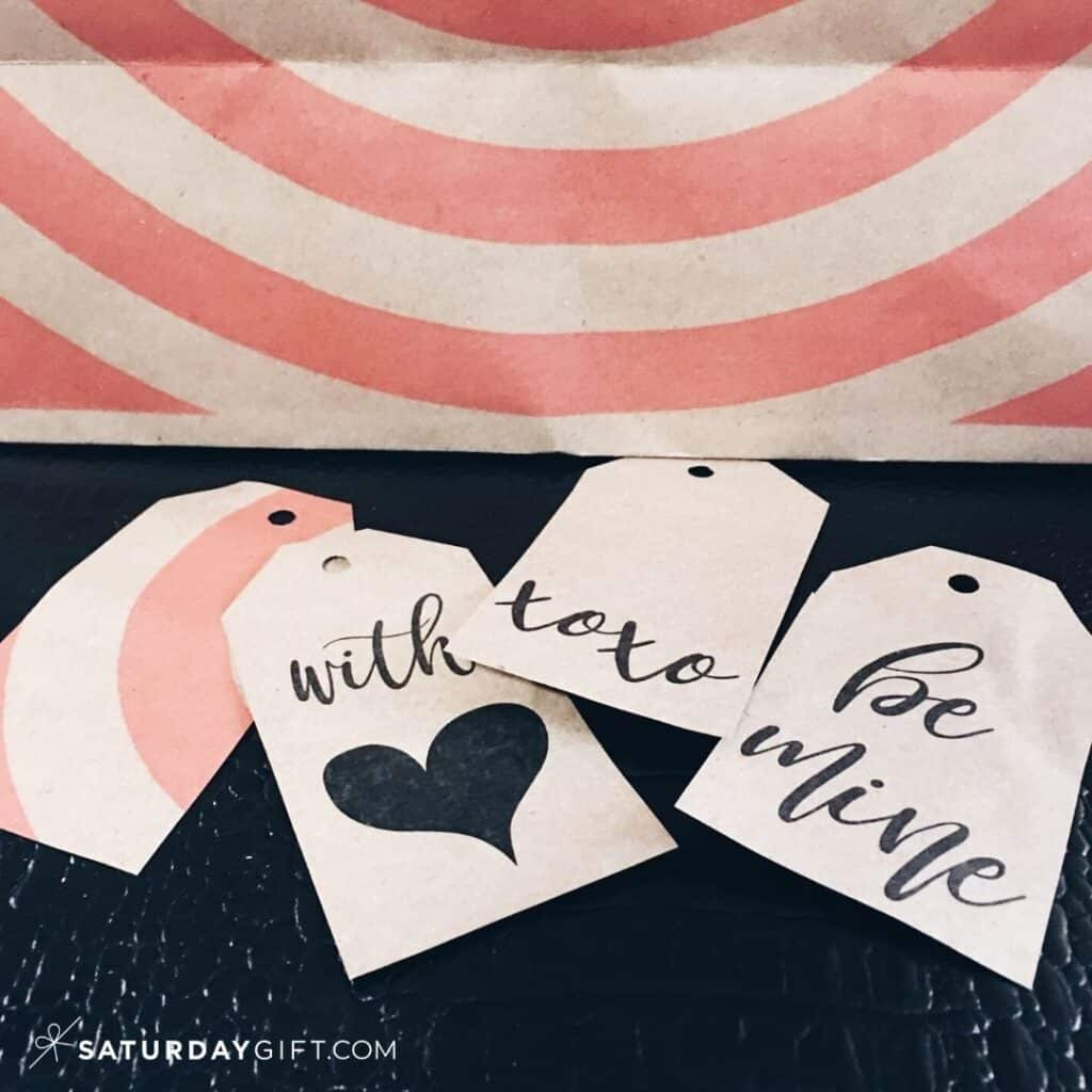 Click & download a pretty set of black and white Valentine's Day gift tags.