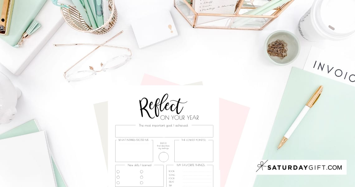 The End of the year reflection is a great way to learn from the past before setting new goals and set yourself for success. Here's how to do to end of the year review + free printable worksheet